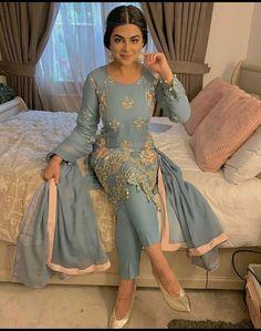 Pakistani Fashion Party Wear, Pakistani Fashion Casual, Pakistani Dresses Casual, Indian Fashion Dresses, Dress Indian Style, Pakistani Dress Design, Indian Outfits, Eid Outfits Pakistani, Party Wear Dresses