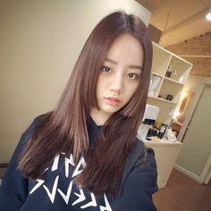 5 K-Pop Idols Who Pulled Off Japanese Royalty's Hime Cut Hairstyle Cut My Hair, New Hair, Hair Cuts, Girl's Day Hyeri, Lee Hyeri, Japanese Princess, Kpop Hair, Japanese Hairstyle, Girl Day