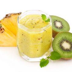 Smoothie mit Ananas und Kiwi