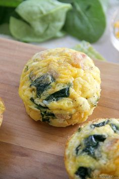 Low-Carb Egg Muffins - These egg muffins are the best make-ahead healthy breakfast to just take and go! Banting Recipes, Paleo Recipes, Low Carb Recipes, Cooking Recipes, Brunch Recipes, Breakfast Recipes, Breakfast Ideas, Low Carb Egg Muffins, Low Carb Breakfast