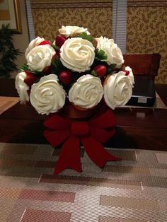 Cupcakes & Strawberry rose bouquet