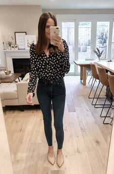 floral wrap top bodysuit with jeans and nude flats Business Casual Outfits, Office Outfits, Night Outfits, Vegas Outfits, Outfits Spring, Teaching Outfits, Club Outfits, Party Outfits, Bodysuit