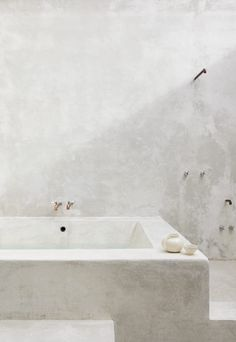 Coqui Coqui Coba features an array of outdoor concrete spa showers & soaking tubs, two cenote-inspired dipping pools and gorgeous views of… Timeless Bathroom, Modern Bathroom, Nature Bathroom, Bathroom Inspo, Bathroom Design Inspiration, Bathroom Interior Design, Concrete Bathtub, Spa Shower, Tadelakt