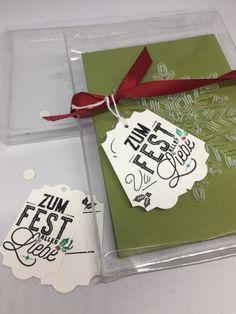 Hallöchen, Bei meinem 1. Weihnachtsworkshop diesen Jahres haben wir mit den neuen Azetatschachteln für Karten von SU! (10 Stück zu 8 €) gearbeitet. Die Schachtel wurde mit der ebenfalls neuen Präge…