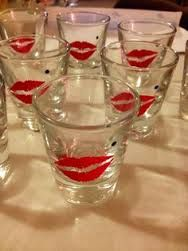 Marilyn Monroe themed shot glasses (party favor) made using vinyl lip cut outs and black paint pen Marilyn Monroe Birthday, Marilyn Monroe Decor, Marylin Monroe, 24th Birthday, 30th Birthday Parties, Birthday Party Themes, Birthday Ideas, Burlesque Party, Grown Up Parties