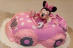 Torta di Minnie pilota nella sua auto rosa