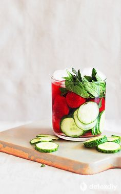 cucumber strawberry mint detox water