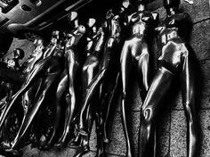 La indescifrable relación entre las mujeres y el sol. Como lagartos.  #womancrush #woman #street #hypnotic #blackandwhite #doll #nude #naked #mujeres #maniquí #photographer #joakomendonca #buenosaires #buenlunes #lagartos #byn #argentina http://ift.tt/1Mu8ciD
