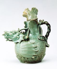 A prime example of Goryeo celadon Korean Art, Asian Art, Korean Pottery, Dragon Tea, Tea Art, Pottery Art, Glass Art, Sculptures, Old Things