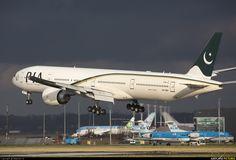 Pakistan International Airlines Boeing 777-340/ER