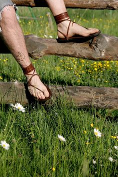 Leather Tarahumara Huarache sandals by Hippiestyle on Etsy Mode Masculine, Gladiator Sandals, Leather Sandals, Men's Sandals, Flipflops, Barefoot Men, Beautiful Sandals, Monk Strap Shoes, Fashionable Snow Boots