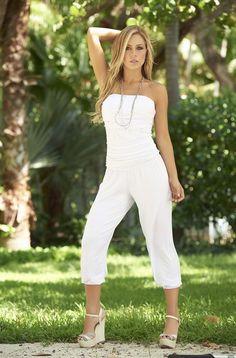 Combinaison bustier blanche Espiral AM PM A découvrir dans votre boutique cylena-mod' http://www.cylena-mod.com/combinaisons-femme/1447-combinaison-bustier-pantacourt-blanche-ou-moka.html