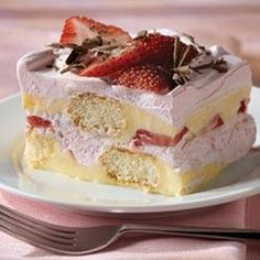 It's a tasty tiramisu with 10 minutes of prep! This delectable dessert sports layers of creamy pudding and delicate vanilla wafers all dusted with grated chocolate. Who knew tiramisu could be so easy? Kraft Recipes, Cake Recipes, Dessert Recipes, Kraft Foods, Brownie Recipes, Cheese Recipes, Strawberry Tiramisu, Strawberry Desserts, Mock Strawberry