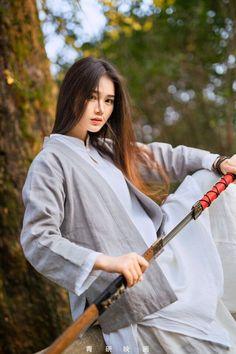 f Monk Katana forest hills Asian Faction Japanese Culture, Japanese Girl, Chinese Culture, Katana Girl, Warrior Girl, China Girl, Hanfu, Beautiful Asian Girls, Ulzzang Girl