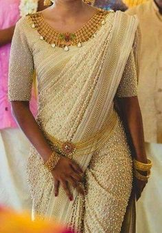 #OMG #IndianFashion ~ Gorgeous #Saree with beads, worn with Gold Jewellery, incl exquisite Kamar Bandh around the waist, via @topupyourtrip (except the necklace didn't need the tear-drop diamonds) #KeralaGoldJewellery