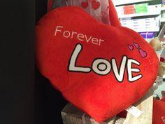 WILT U ONS KUSSEN? Ter gelegenheid van Valentijn geven wij dit weekend (12 tot 14 februari 2016) 10% korting op ALLE kussens!