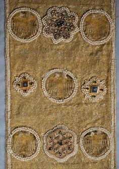 createcreatively: Die Stola, 14th century The Stola is sewn together from eight pieces of differing sizes cut from the same gold fabric