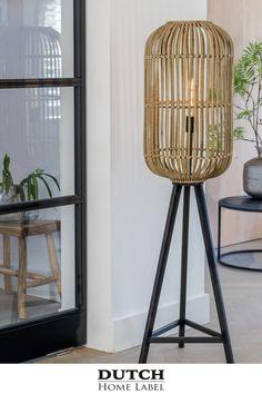 Lamp Design, Sofa Design, Interior Accessories, Beautiful Interiors, Home Living Room, Interior Architecture, Floor Lamp, Light Fixtures, New Homes