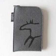 Kätevä ja lämpöinen kännykkätasku älypuhelimille. Villahuopa suojaa akkua pakkaselta, naarmuilta ja kolhuilta. Hinta: 18,00€