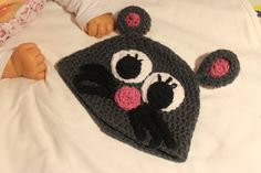 Crochet mouse hat for baby.