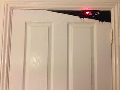 HALLOWEEN DOOR + TOILET COVER PEEKING SPOOKY DECORATION SCARY SCENE SETTER | eBay