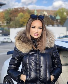 Puffer Jackets, Winter Jackets, Womens Scarves, Asian Beauty, Parka, Collars, Winter Fashion, Jackets For Women, Lady