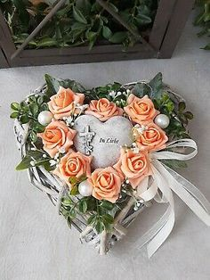 Funeral Flower Arrangements, Funeral Flowers, Cemetery Decorations, Deco Floral, Ikebana, Flower Crafts, Floral Wreath, Wreaths, Fake Flowers