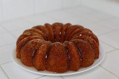 Lemon Cake recipe with sugar glaze Lemon Cake Mixes, Instant Pudding Mix, Sugar Glaze, Us Foods, Kris Jenner, Love Cake, Serving Plates, Super Easy, Cake Recipes