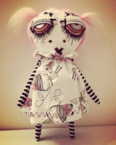 9 custom doll for a collector. Zombie Dolls, Voodoo Dolls, Halloween Mono, Halloween Crafts, Ugly Dolls, Creepy Dolls, Fabric Toys, Fabric Art, Paper Toys
