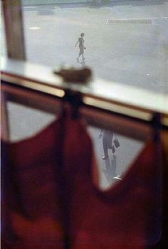 saul leiter red curtain, 1956