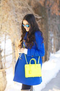 Blue #coat, bright shoulder bag. Street #winter women fashion @roressclothes closet ideas