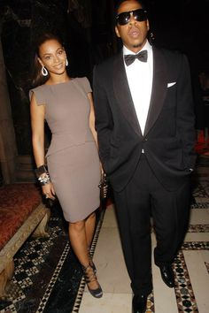 In celebration of wedding anniversary, a look back at the couple's trend-making style. From sitting courtside to walking the red carpet, Jay-Z and Beyonce turn heads no matter where they are. Beyonce Style, Beyonce And Jay Z, Beyonce Family, Etat Civil, Beyonce Knowles, Dress To Impress, Nice Dresses, Celebrity Style, Celebs