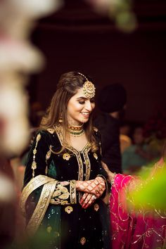 Whimsical Sikh Wedding of a Fashionista Bride & a Dapper Groom! Pakistani Dresses, Indian Dresses, Indian Outfits, Indian Attire, Sikh Bride, Punjabi Bride, Punjabi Wedding Suit, Punjabi Couple, Designer Party Wear Dresses