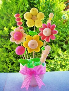 Marshmallow flower pot Flores Marshmallow, Marshmallow Flowers, Candy Bouquet Diy, Food Bouquet, Crafts To Make And Sell, Diy And Crafts, Bar A Bonbon, Sweet Corner, Garden Birthday