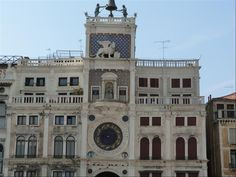 Torre dell´orologio a Piazza San Marco.. Image from globemy.com