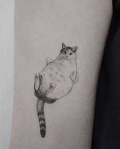Fineline cat tattoo by artist ______ , Cute Animal Tattoos, Cute Cat Tattoo, Cute Tats, Tattoo Animal, Tattoo Cat, Black And Grey Tattoos, Black Tattoo Art, Mini Tattoos, Small Tattoos