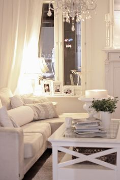 Living room colors-white and beige/cream and style Living Room Sets, Home Living Room, Living Room Designs, Living Room Decor, Beautiful Houses Inside, Beautiful Home Gardens, Small Space Living, Living Spaces, Home Interior