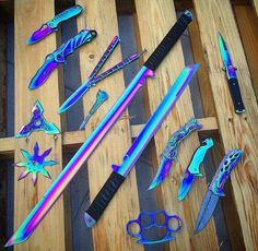 Post on gunsblades Ninja Weapons, Anime Weapons, Weapons Guns, Fantasy Weapons, Pretty Knives, Cool Knives, Swords And Daggers, Knives And Swords, Knife Aesthetic