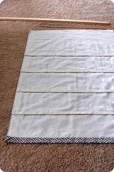 Fully Operational Roman Shade Tutorial (lined shade with dowel rods) – Remodelaholic Roman Curtains, No Sew Curtains, How To Make Curtains, Rod Pocket Curtains, Burlap Curtains, Drapery, House Blinds, Blinds For Windows, Curtains With Blinds