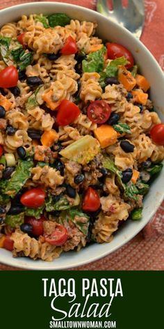 Easy Taco Pasta Salad brings taco seasoned ground beef, pasta, tomatoes, black beans, cheddar and scallions into a creamy slightly spicy ranch dressing. Seasoned Ground Beef Recipe, Ground Beef Recipes Easy, Beef Recipes For Dinner, Mexican Food Recipes, Cooking Recipes, Healthy Recipes, Healthy Food, Potluck Recipes Summer, Yummy Recipes