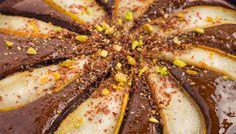 La cosa principale per l'ottima riuscita di una torta pere e cioccolato è l'utilizzo delle pere di stagione. Un prodotto fresco può fare una grandissima