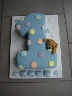 Sweet as a button! But maybe not with blue icing. - Desserts Rezepte - first birthday cake-Erster Geburtstagskuchen Baby First Birthday Cake, Boys 1st Birthday Cake, Birthday Desserts, Cake Baby, Birthday Ideas, Cake Decorating Frosting, Birthday Cake Decorating, Number One Cake, 1st Birthdays
