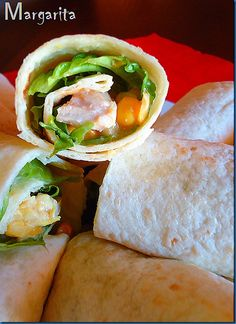 Tortillas with chicken Mexican Food Recipes, Ethnic Recipes, Salad Bar, Snack Bar, Fresh Rolls, Finger Foods, Recipies, Cooking Recipes, Snacks