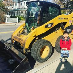 Picked up the toddler from school and he absolutely loved seeing all the construction vehicles! . #afterschool #pickup #constructionmachinery #constructionsite #constructioncone #construction #constructionvehicles #constructionvehicles #constructionworker #fixingroads #macktruck #trucks #dumptruck #CAT #lazaropaving #gravel #asphalt #pavingroads #pavingnewroads #toddler #lovesanythingwithwheels
