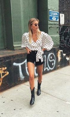 69 Ideas For Style Outfits Boots White Cowboy Boots, Cowboy Boot Outfits, Summer Boots Outfit, Spring Outfits, Style Outfits, Fashion Outfits, Fashion Clothes, Casual Outfits, Trend Fashion