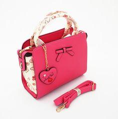 Queen Korean Bag, tas wanita import cantik. Free gantungan love. Bisa tenteng dan tali panjang. Warna hot pink. Uk 26x10x20