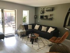 Onze woonkamer. Een mix van stoer, industrieel en een beetje botanisch. Ons heerlijke plekje waar wij ons thuis voelen. Kleur op de muur is Real Tundra van Flexa #interieur #debommelmeubelen #flexa #industrialdesign #botanisch Master Bedroom, House Design, Couch, Living Room, Furniture, Heart, Home Decor, Ideas, Master Suite