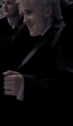 Harry Potter Draco Malfoy, Harry Potter Spells, Harry Potter Tumblr, Harry Potter Pictures, Harry Potter Characters, Draco Malfoy Aesthetic, Slytherin Aesthetic, Harry Potter Aesthetic, Harry Potter Background