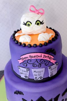 #Such a cute halloween theme birthday cake! Great inspiration for a Halloween birthday party
