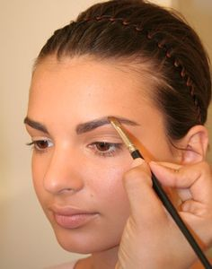 Effective Ways And Home Remedies to Get Thick Eyebrows